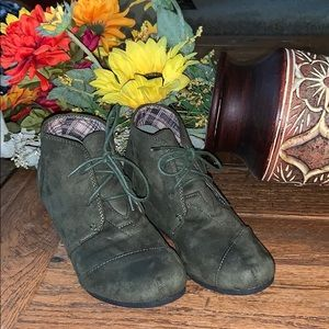 NWOT Adorable Suede Boots